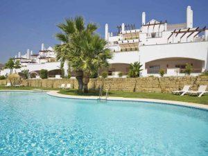 267-01-wohnung-kaufen-costa-del-sol-ansicht-mit-swimmingpool
