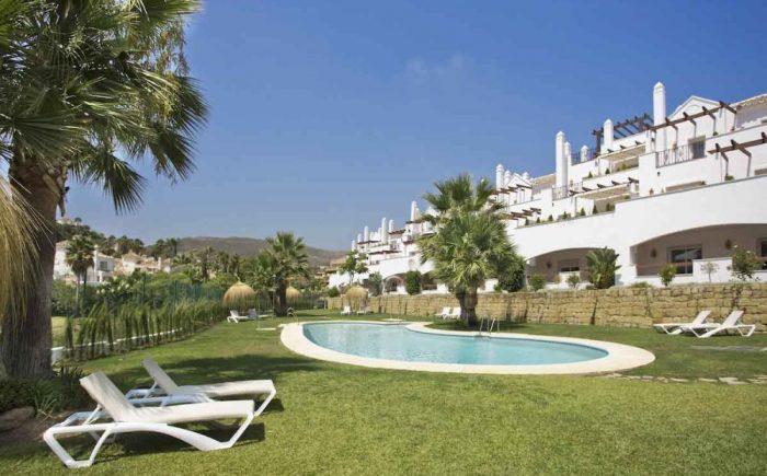 267-05-wohnung-kaufen-costa-del-sol-ansicht-mit-swimmingpool